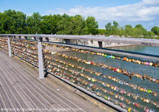 Pasarelle leopold sedar senghor lovelocks bridge Paris