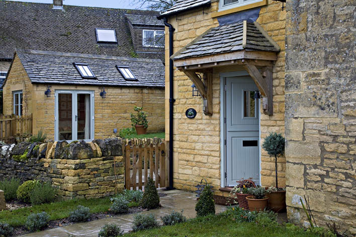 Modern country style cotswold cottage house tour for Cotswold cottage house plans