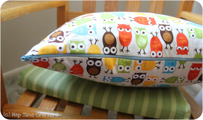3 Step Pillow Cover Tutorial & 3 Step Pillow Cover Tutorial - Peek-a-Boo Pages - Sew Something ... pillowsntoast.com