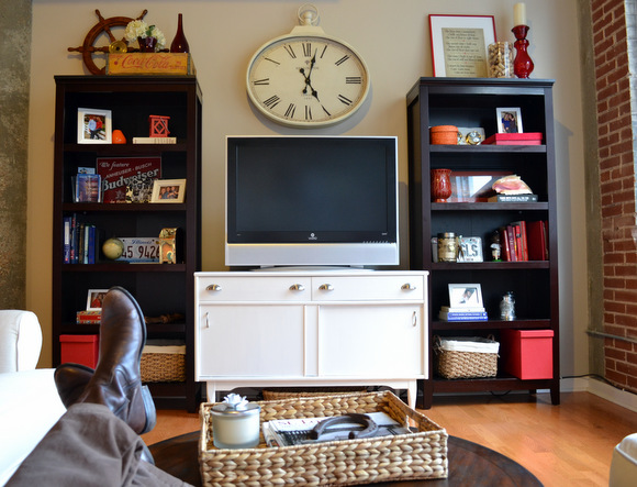 Great play of light and dark: How to Stain a Coffee Table | DIY Playbook