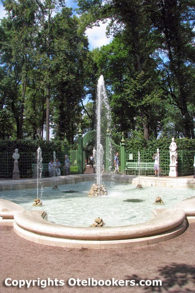 Summer_Garden_in_Saint_Petersburg