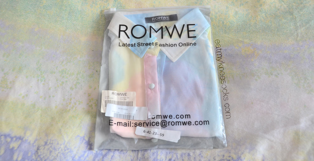 The sleeveless pastel abstract watercolor-print blouse from Romwe came in a clear Romwe bag, folded nicely.