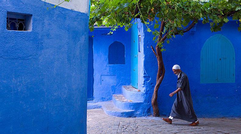 Las viejas murallas de esta ciudad marroquí se cubren en un azul celestial