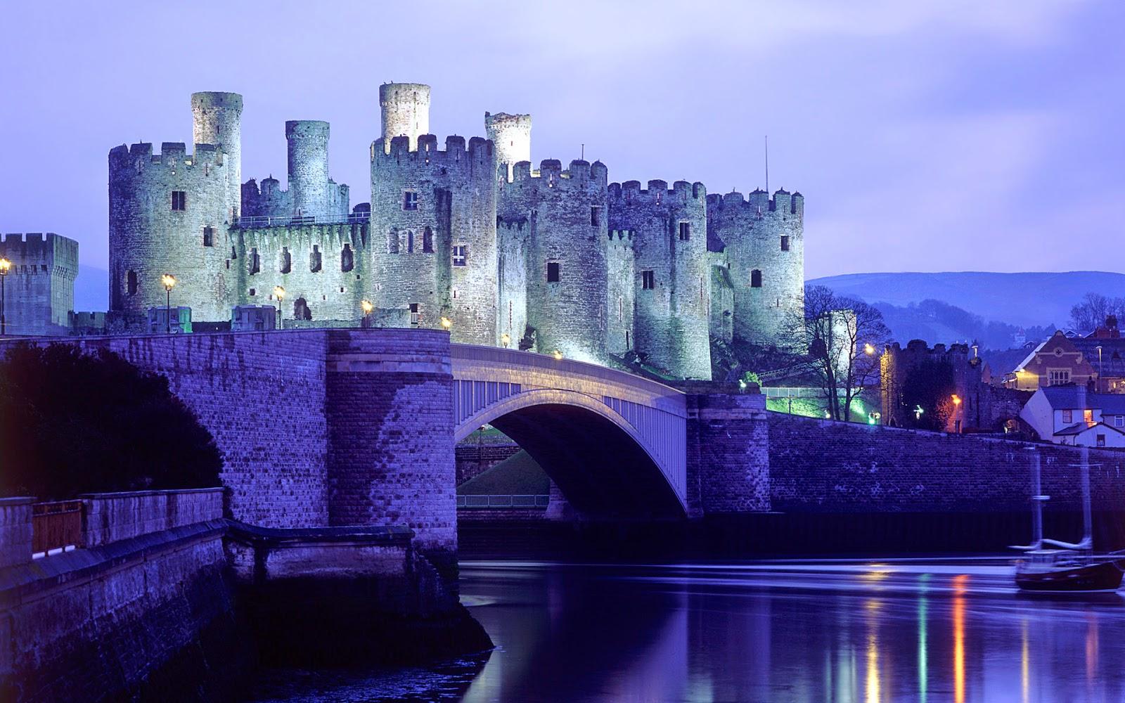 Castle in Water HD Wallpaper