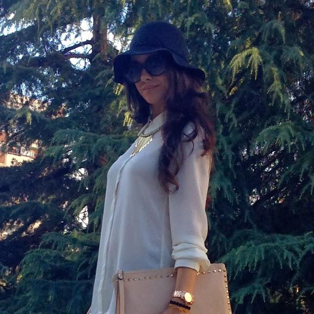 LaCaprichossa, look bohemio con camisa mango, botas xti ,pulseras cruciani y joyas yanes