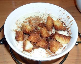 Poleá con canela y pan frito
