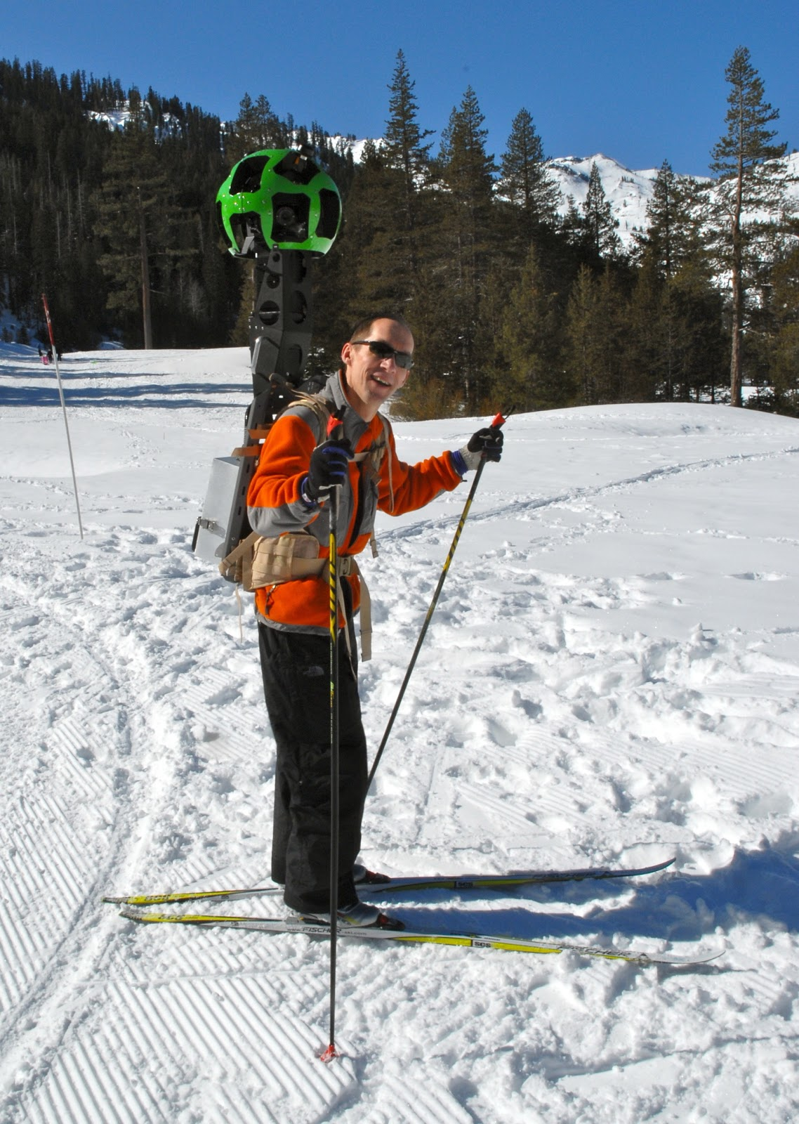 Люк Винсен, глава разработок, проверяет новое оборудование у озера Тахо
