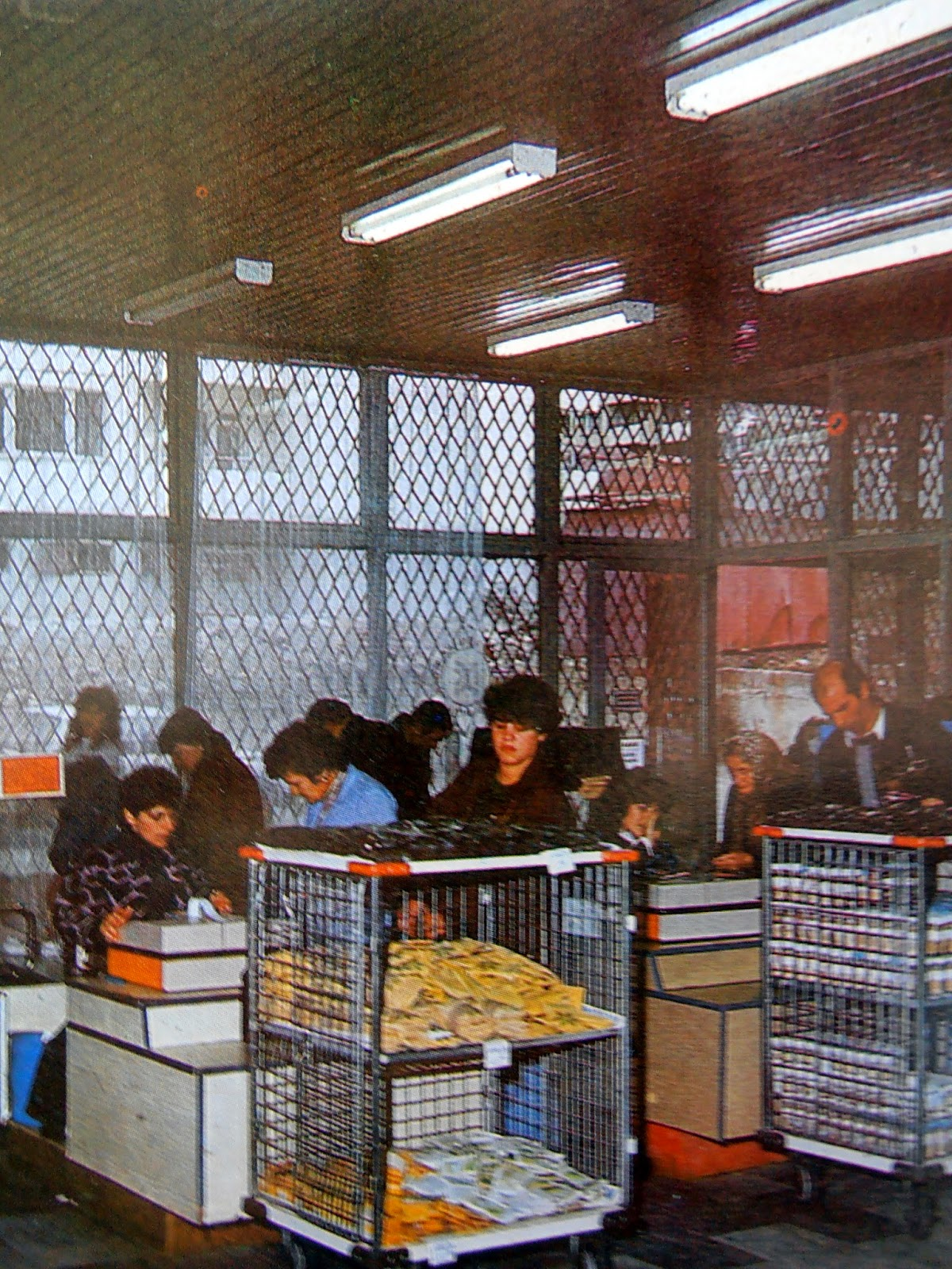 На касите в бургаски хранителен магазин, 80-те