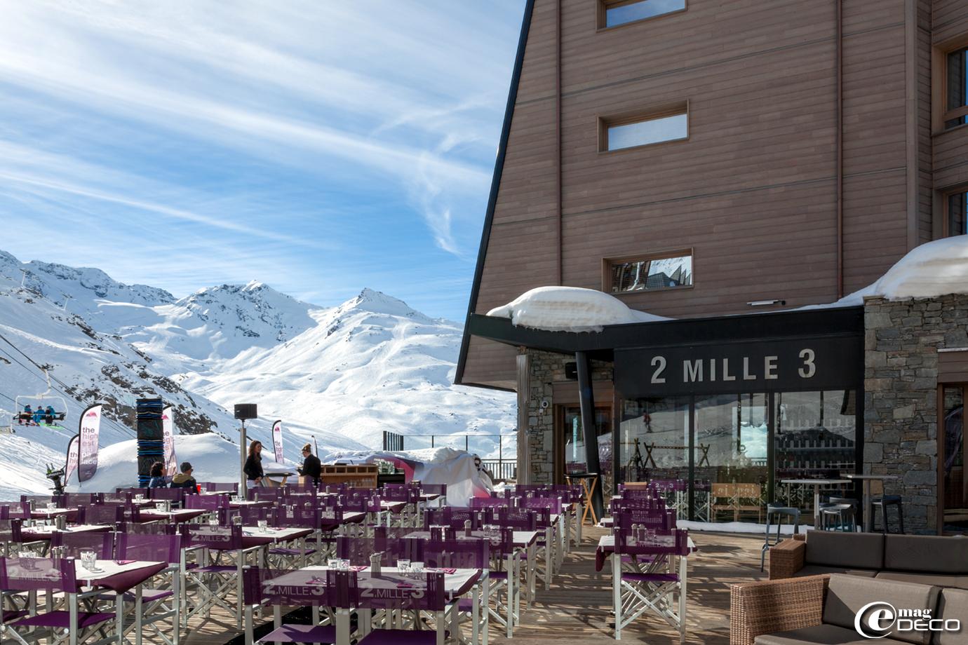 L'hôtel 'Altapura', avec l'un de ses restaurants, le '2 Mille 3' et sa terrasse plein sud, face aux Alpes majestueuses