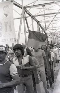 26. Hilario Rivera Guillén (con la bandera)