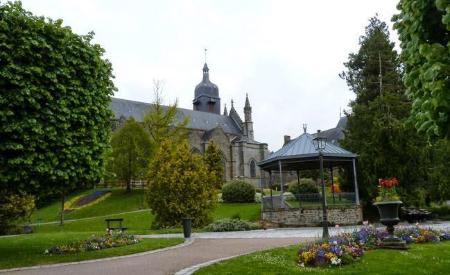Jardín Público junto a la Iglesia de San Leonardo.