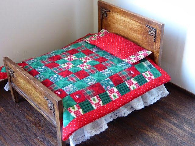 Dollhouse miniature bedcover patchwork Christmas decoration by Miniatures Forever