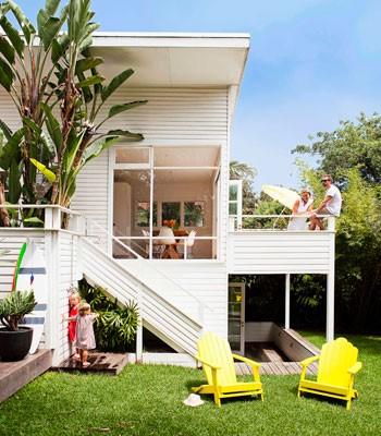 Coastal style 1950 39 s australian beach shack for Modern weatherboard home designs