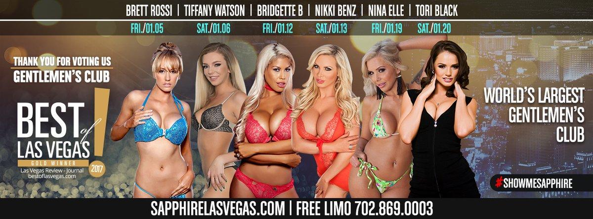 Blonde bombshell Nikki Benz works herself free of her onesie on back patio № 513076 бесплатно