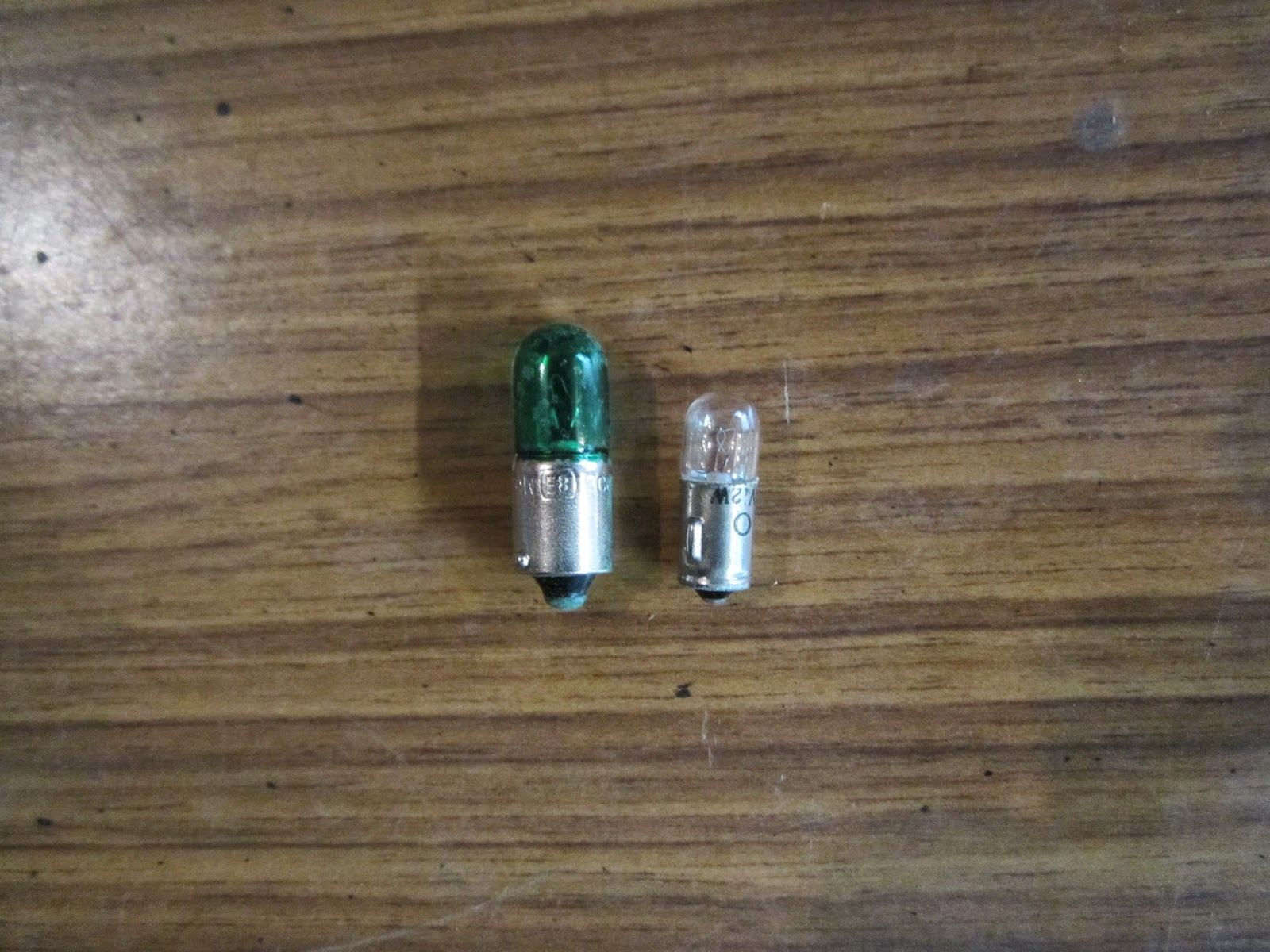 9 mm 4W standard - and 7 mm 2W tacho bulb 12V