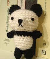 http://misterbunnsy.wordpress.com/2011/10/25/patron-osito-panda/