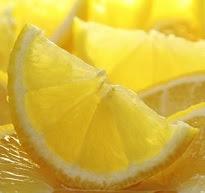 Limón cortado y tratamientos antiarrugas