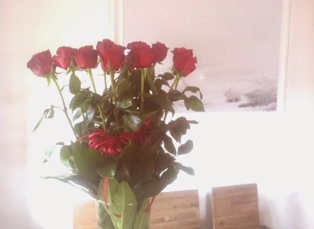 rose rosse a stelo lungo, home decor, interior design, art