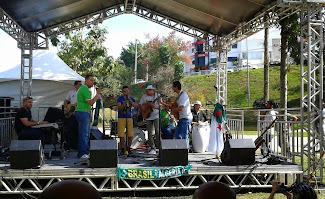 Banda da Argélia confraternizando com o Sorocabano