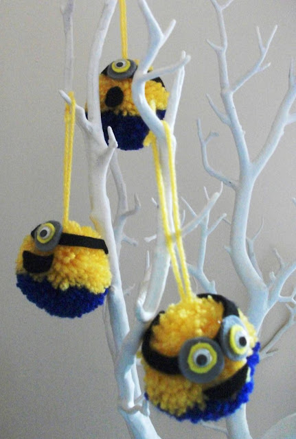 manualidades.minions.pompones