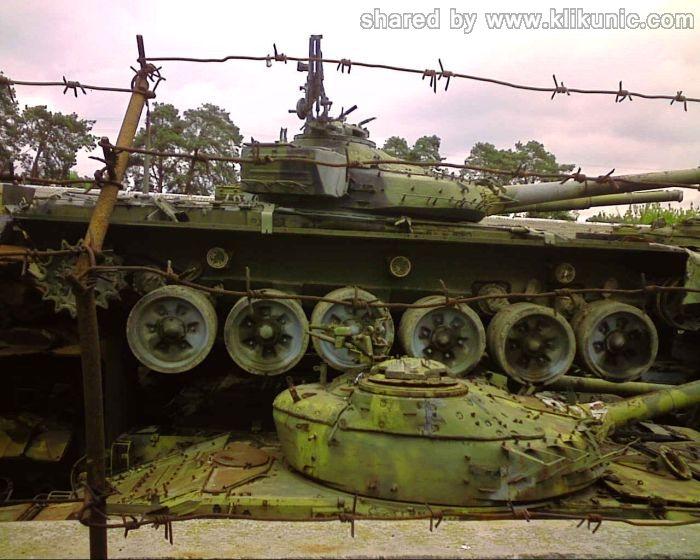 http://2.bp.blogspot.com/-LwIlDro2EEI/TXIlZSXEufI/AAAAAAAAP38/ErTAqY2BsQ8/s1600/panzer_cemetery_in_kiev_05.jpg