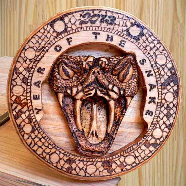 Pirografia e entalhe em madeira - 2013 - Ano da Serpente no Calendário Chinês.