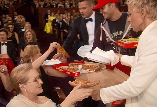 famosos en fiesta de pizza en los premios Meryl Streep Brad Pitt Ellen DeGeneres Julia Roberts
