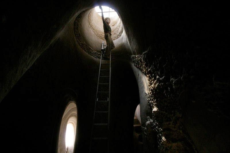 Artistically Carves Entire Caves by Hand with a Pickaxe