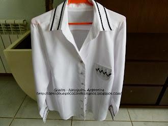 (41) 08/2013: Camisa Blanca y Negra