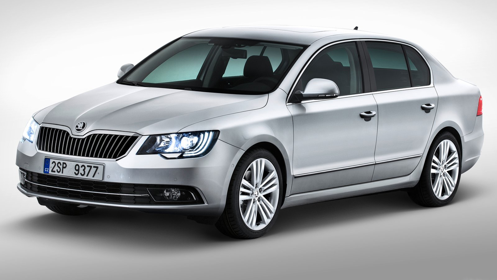 2014 skoda superb carwp combi have undergone a comprehensive facelift and will both celebrate their world premiere on the eve of the 2013 shanghai motor show the brands top fandeluxe Image collections