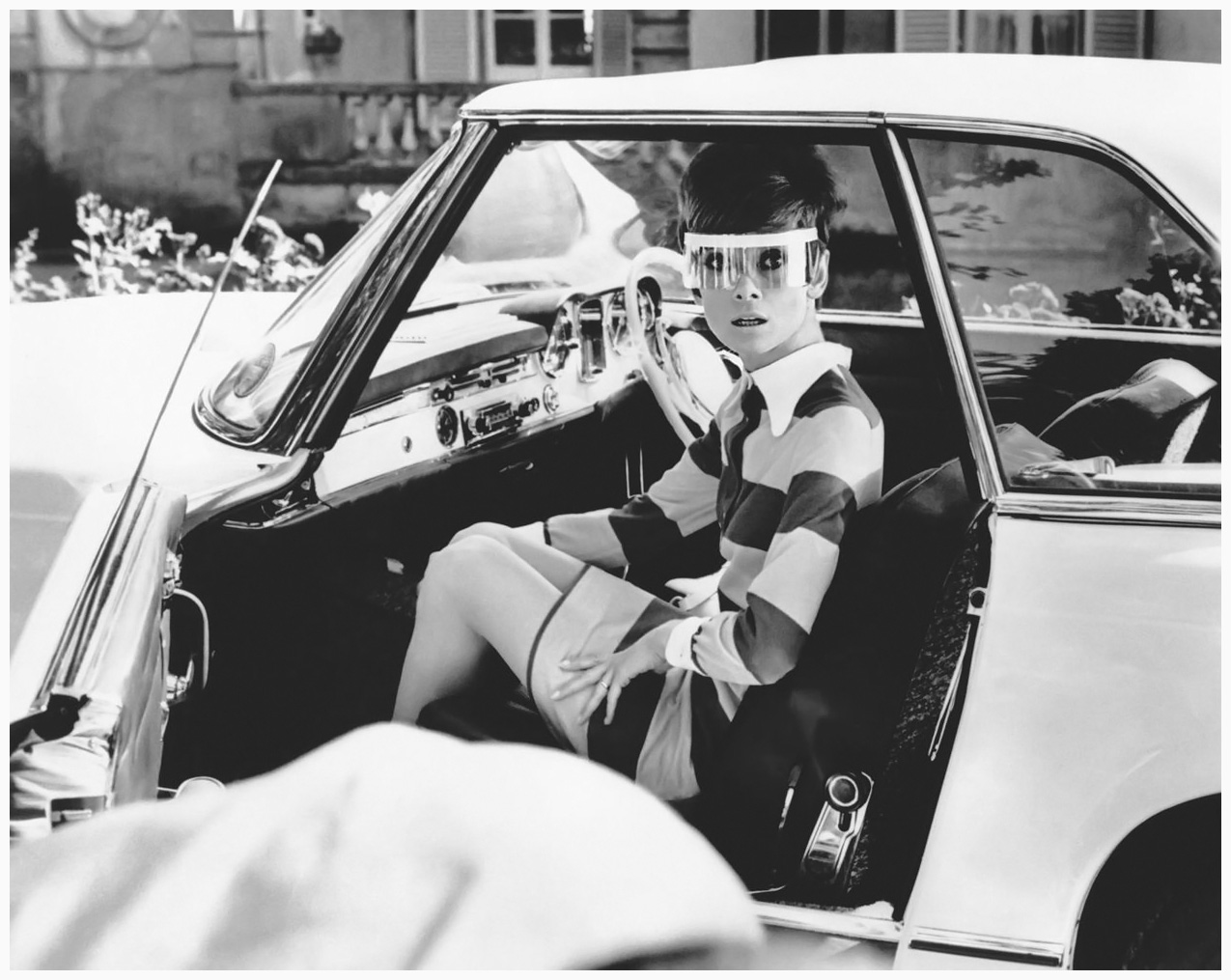 http://2.bp.blogspot.com/-LyUC93IlMI8/UQzpsuNH1kI/AAAAAAAApVk/DPYTs8PpfXs/s1600/audrey-hepburn-on-the-set-of-22two-for-the-road22-1967-20th-cent-jury-fox-film-corporation.jpg