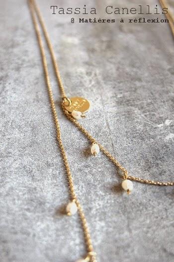 Collier sautoir Tassia canelis bijoux doré perles nacre fines