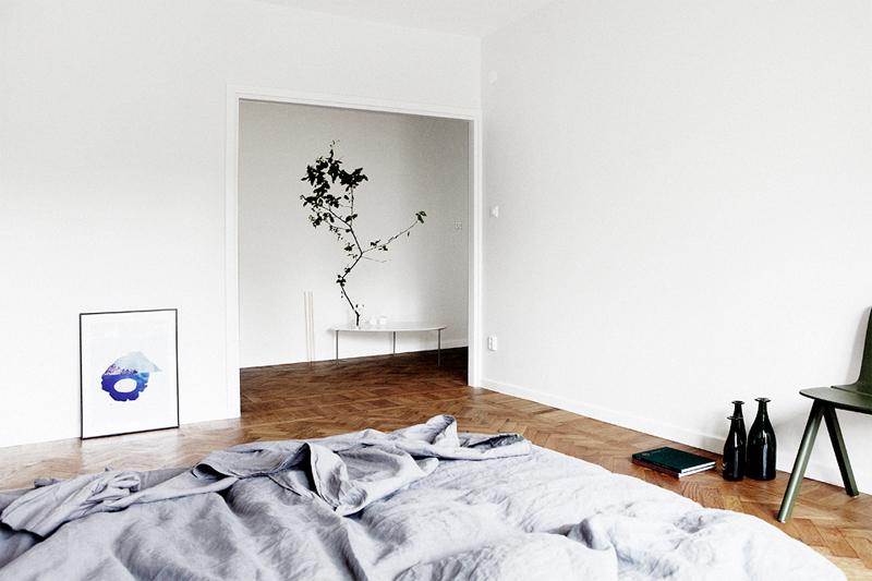 FOCUS ON | Minimal Bedroom In Grey