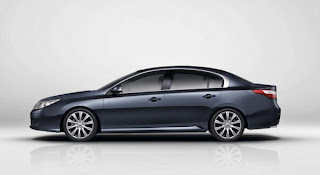 2013-Renault-Latitude-Wallpaper