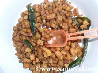 சுவையான சேனை வறுவல் ரெடி. இது பிளைன் தால், ரசம் சாதம் என எல்லாவற்றுக்கும் பொருந்தும்.