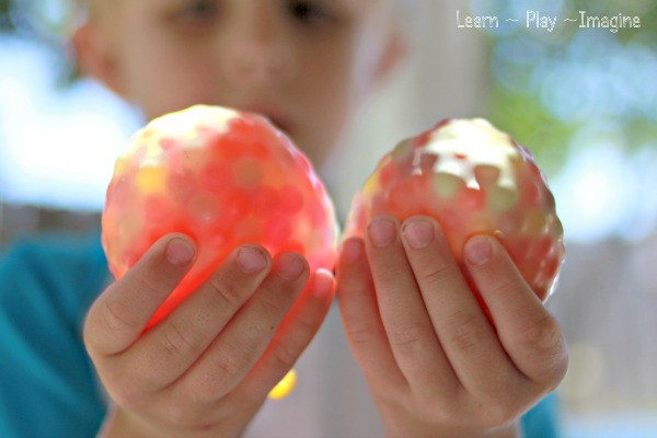 Frozen water beads in water balloons learn play imagine for Cool things to do with balloons