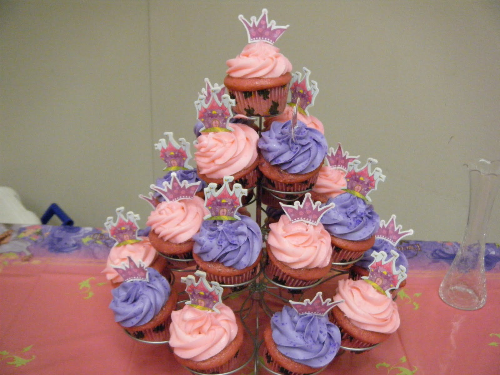 Cupcake Decorating Ideas For Bridal Shower : Sophisticake: Bridal Shower Cupcakes
