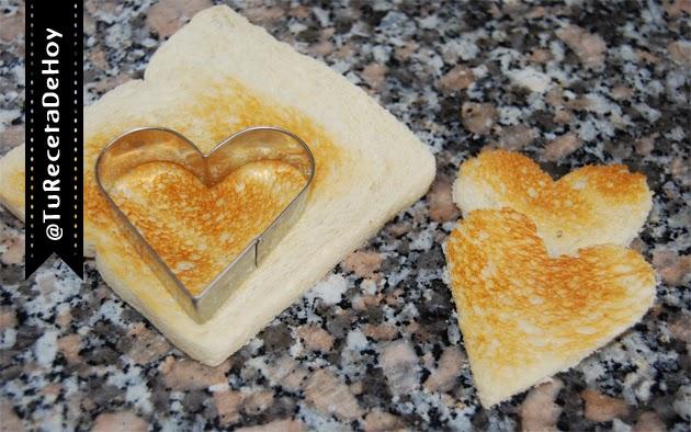 cortar pan de molde en forma de corazon para canapes de san valentin