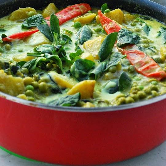 Zielony groszek i ziemniaki z curry