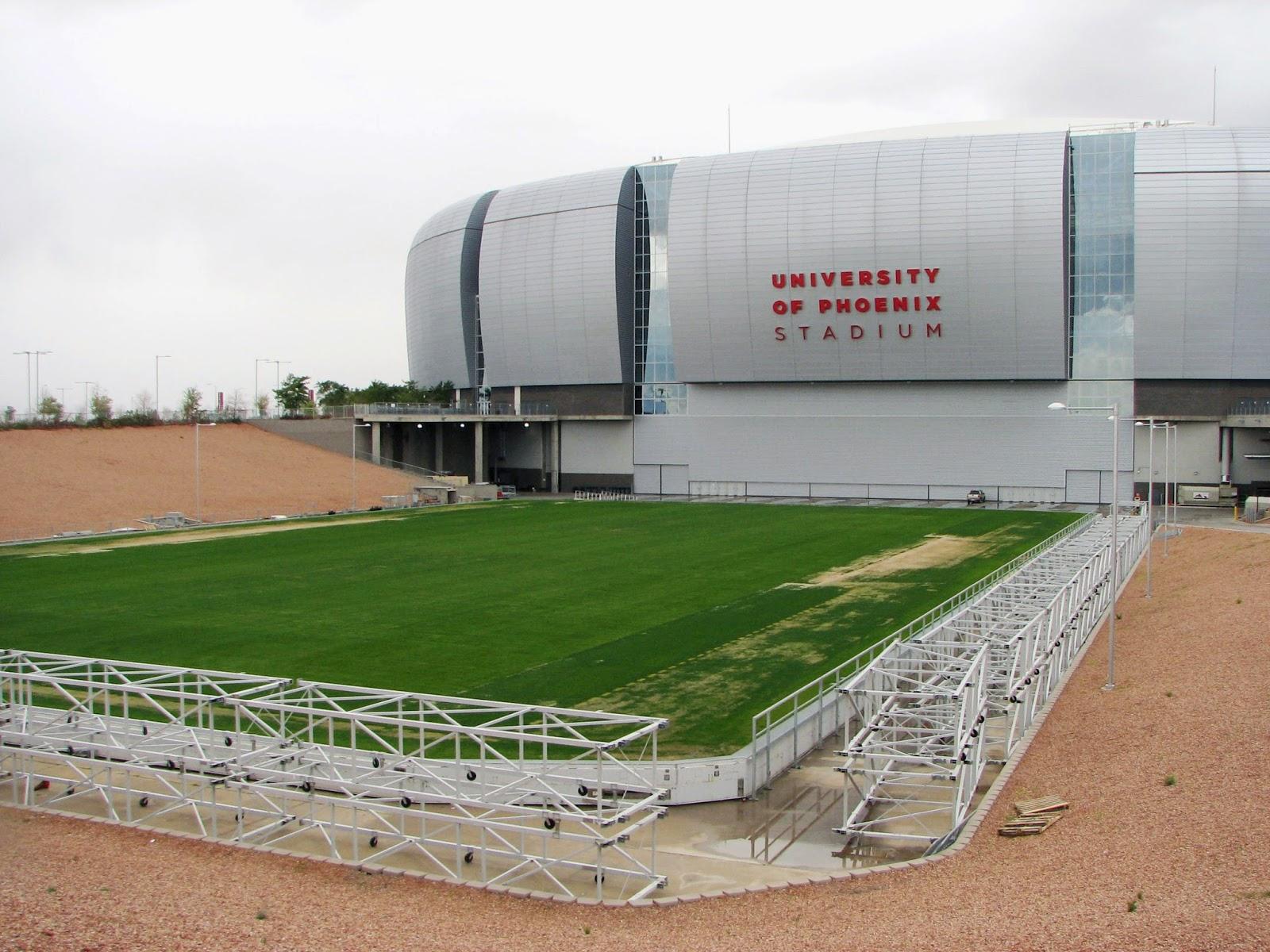 il campo mobile all'esterno Phoenix Stadium