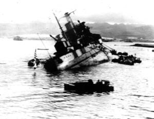 buque utah hundiendose en Pearl Harbor