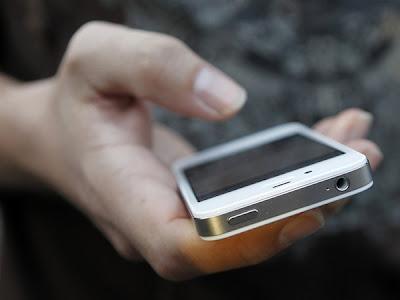 """La empresa finlandesa quiere conquistar el mercado de los smartphones con su Lumia. Para ello, apuesta al supuesto cansancio de los usuarios frente a los productos de Apple y """"al descontento por la complejidad de Android"""". Niels Munksgaard, director de marketing de producto y ventas globales de Nokia Entertainment, afirmó """"que los jóvenes están más o menos hartos de iPhone porque todo el mundo tiene uno"""". """"Además, muchos no están contentos con la complejidad de Android y su falta de seguridad"""", aseguró a Pocket-lint, según reportó Enter.co. Explicó que """"cada vez más, quieren estar a la vanguardia y probar algo"""