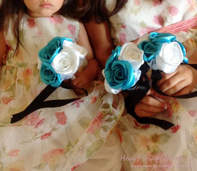 Bridesmaids bouquets blue roses