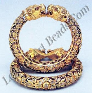 Courage and valour, traits of the lion, made it a popular motif. The heaviness of traditional kadas, reflected in the solid gold lion-head terminals, is juxtaposed with western style spreading floral motifs in hollowed cutwork gold set with tiny diamonds.