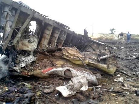 Mayat Penumpang dan Bangkai Pesawat MH17 | liataja.com