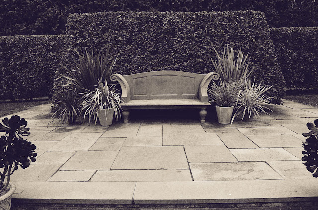 photo friday: symmetry, wave hill, hedge. bench