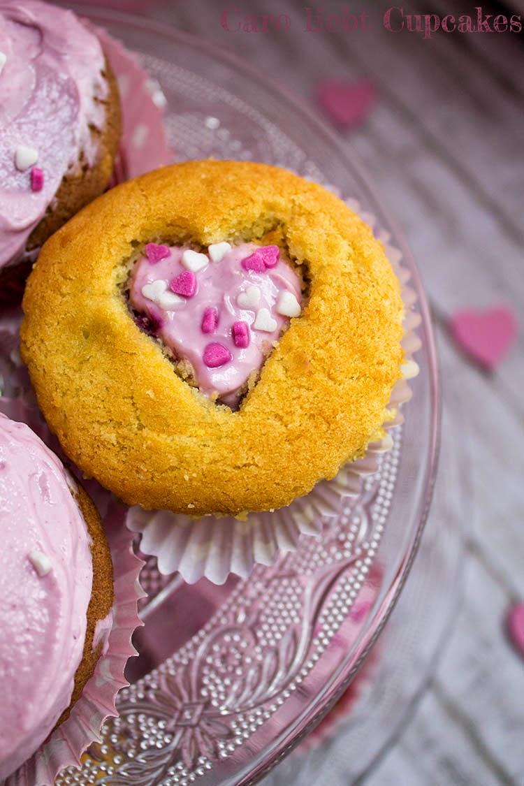 Vanille-Muffins mit Kirschen