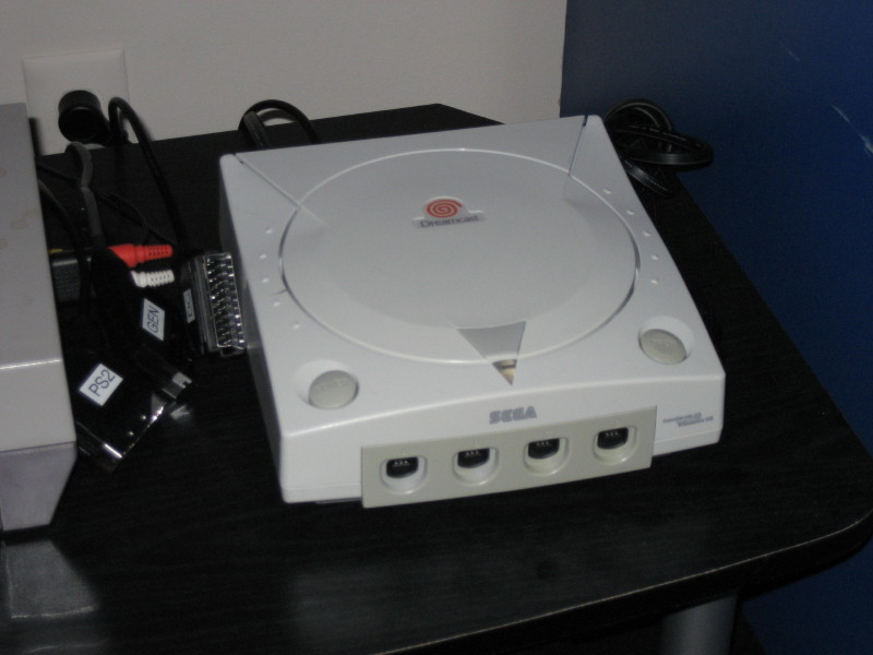 A Modding Home Companion: Retrobrighting a Dreamcast