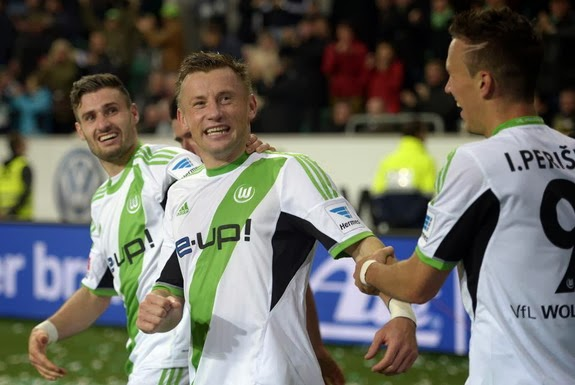 Ivica Olić celebrates with Wolfsburg teammates after scoring the winning goal against Dortmund