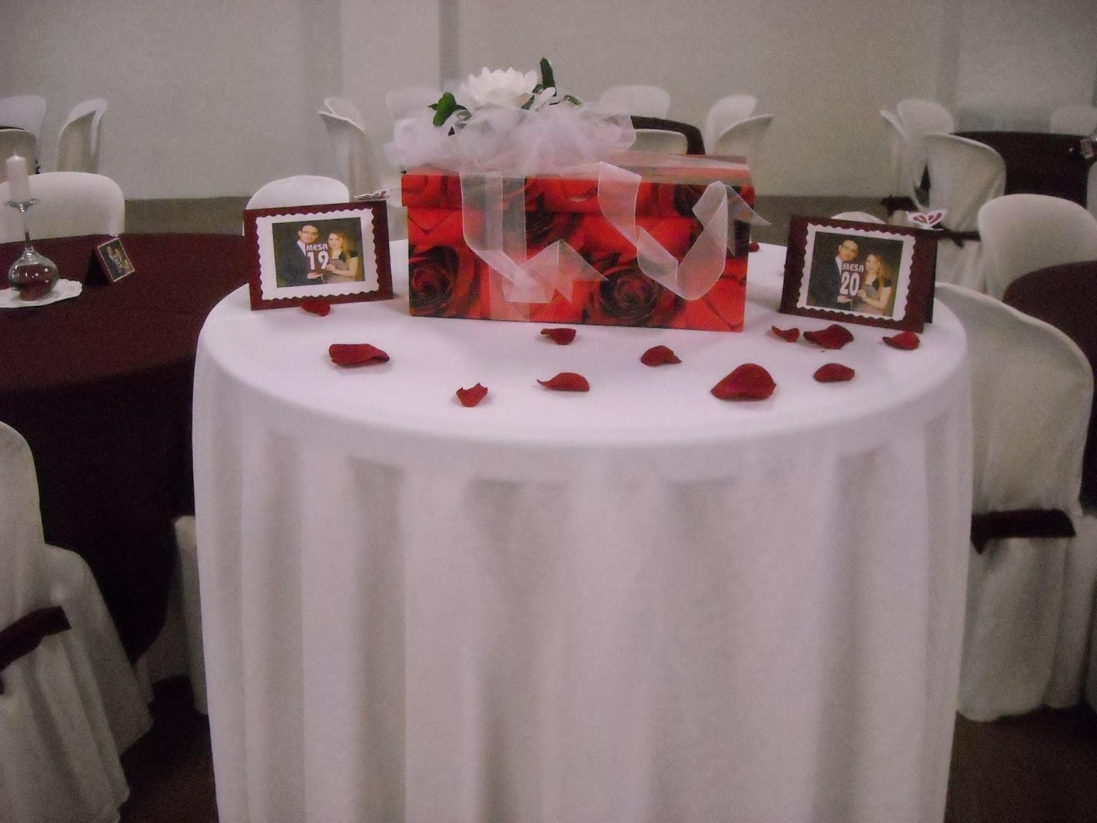 D koraz n boda en rojo for Decoracion en rojo y blanco